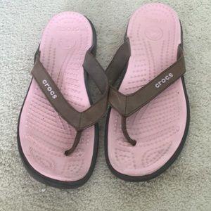 Crocs Sandals Flip Flops Size 8 Pink and Brown